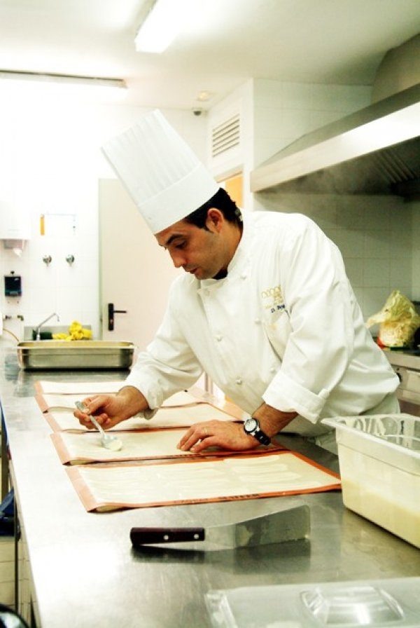Chef del Mas elaborando postre.png