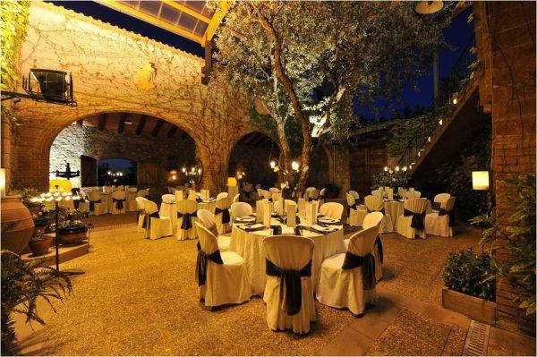 Te gustaría casarte dentro de una patio interior?