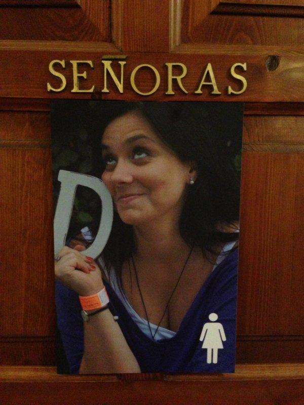 Personaliza los carteles del baño de tu boda!
