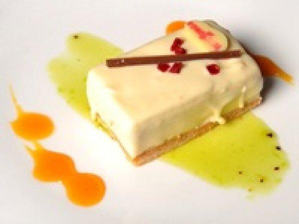 Mousse de yougurt griego con crema de vainilla y frambuesas.jpg