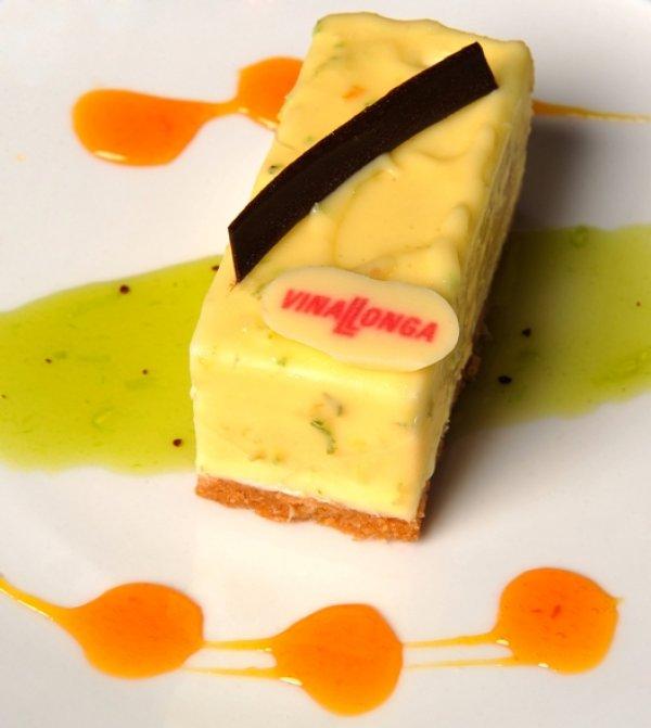 Mousse de chocolate blanca, pasión y cítricos.jpg