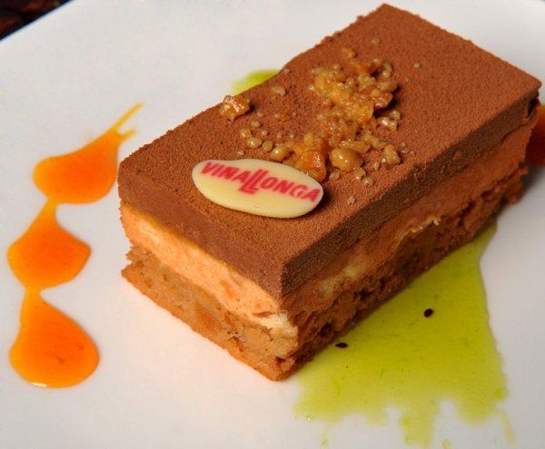 Mousse de chocolate con naranja y turrón de biscuit de praliné.jpg